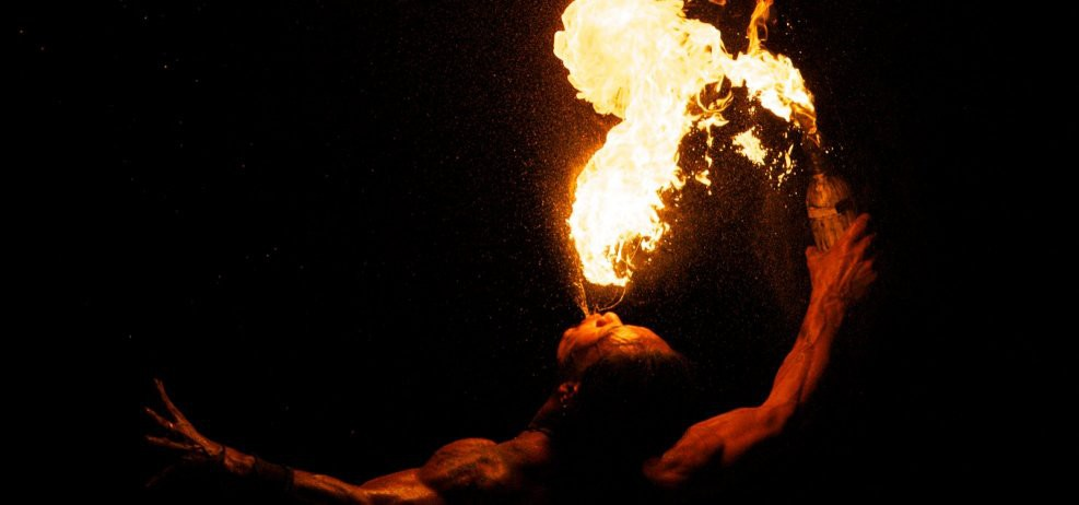 Pyroshows von Feuerkünstlern