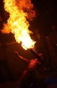 Pyroshow und Feuer schlucken mit dem Feuerkünstler in Hamm